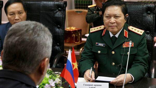 Lộ trình phát triển hợp tác quân sự song phương Nga-Việt giai đoạn 2018-2020 đã được ký kết trong ngày thứ Tư tại Mátxcơva sau cuộc hội đàm của Bộ trưởng Quốc phòng Nga, Đại tướng Sergei Shoigu, và Bộ trưởng Quốc phòng Việt Nam, Đại tướng Ngô Xuân Lịch. - Sputnik Việt Nam