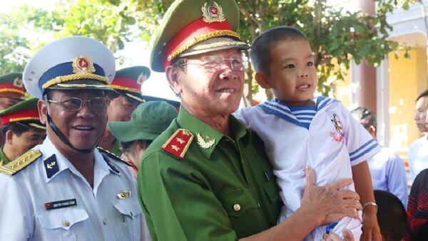 Trung tướng Phan Văn Vĩnh thăm đảo Trường Sa. - Sputnik Việt Nam