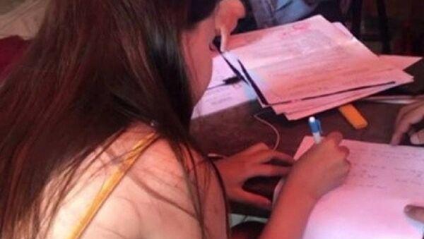 Hai thiếu nữ bị ép kích dục - Sputnik Việt Nam