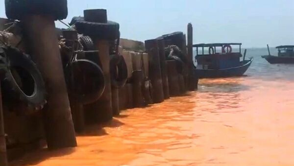 Vệt nước trên xuất hiện tại bờ biển Hòn La vào sáng ngày 10.4.2018 - Sputnik Việt Nam