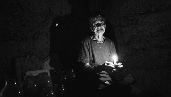 Nữ cư dân bị thiệt hại trong cuộc pháo kích vào làng Veseloe gần sân bay Donetsk, Ekaterina Churkina (75 tuổi) - Sputnik Việt Nam