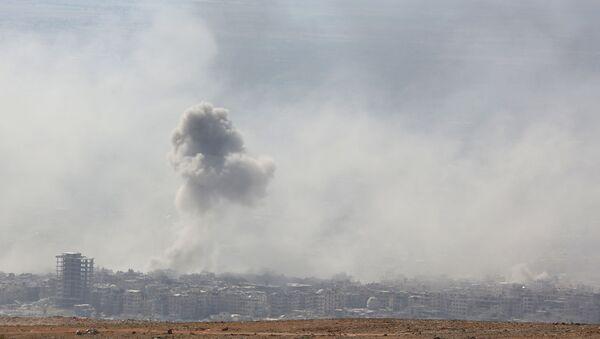 Дым от взрыва в сирийском городе Дума - Sputnik Việt Nam