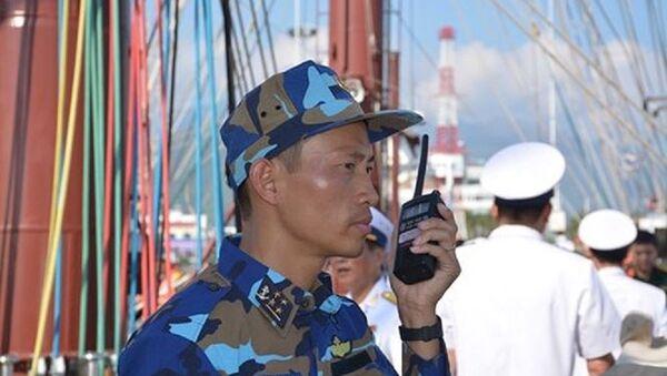 Thuyền trưởng, Đại úy Cao Xuân Long lệnh cho các ngành làm công tác chuẩn bị rời cảng. - Sputnik Việt Nam