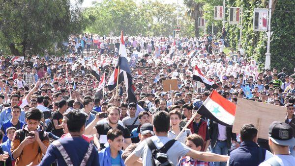 Hơn 50 ngàn thanh thiếu niên Syria đã dự cuộc mít tinh hôm thứ Hai, được tổ chức bởi Liên đoàn thanh niên cách mạng Syria. - Sputnik Việt Nam