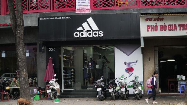 Сửa hàng Adidas tại Hà Nội - Sputnik Việt Nam