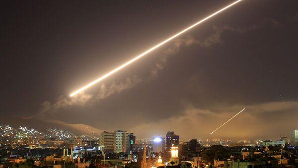 Tên lửa tấn công của Mỹ nhằm vào Damascus, Syria - Sputnik Việt Nam