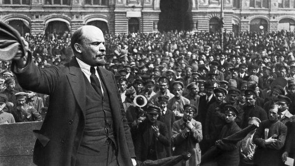 Vladimir Lenin diễn thuyết ở Lễ kỷ niệm lần thứ 2 quân chủng Vsevobuch (Đào tạo quân sự bắt buộc toàn quân) trên quảng trường Đỏ ở Mát-xcơ-va ngày 12.05.1919. - Sputnik Việt Nam