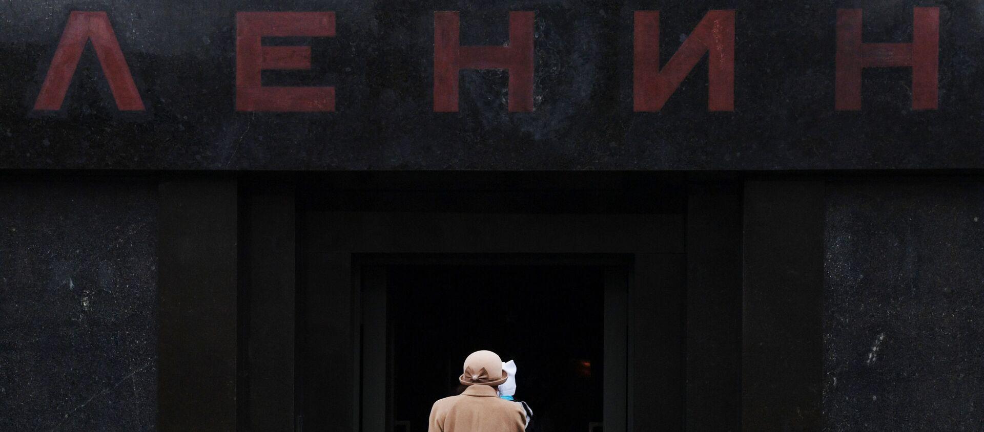 Dòng khách viếng thăm Lăng V.I.Lenin trên Quảng trường Đỏ, năm 2017 - Sputnik Việt Nam, 1920, 16.09.2020