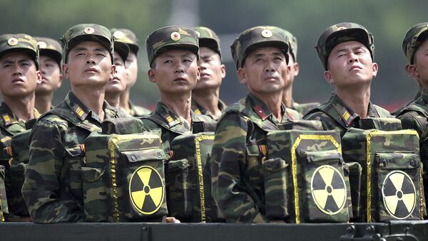Северокорейские солдаты на военном параде в Пхеньяне. Архивное фото - Sputnik Việt Nam