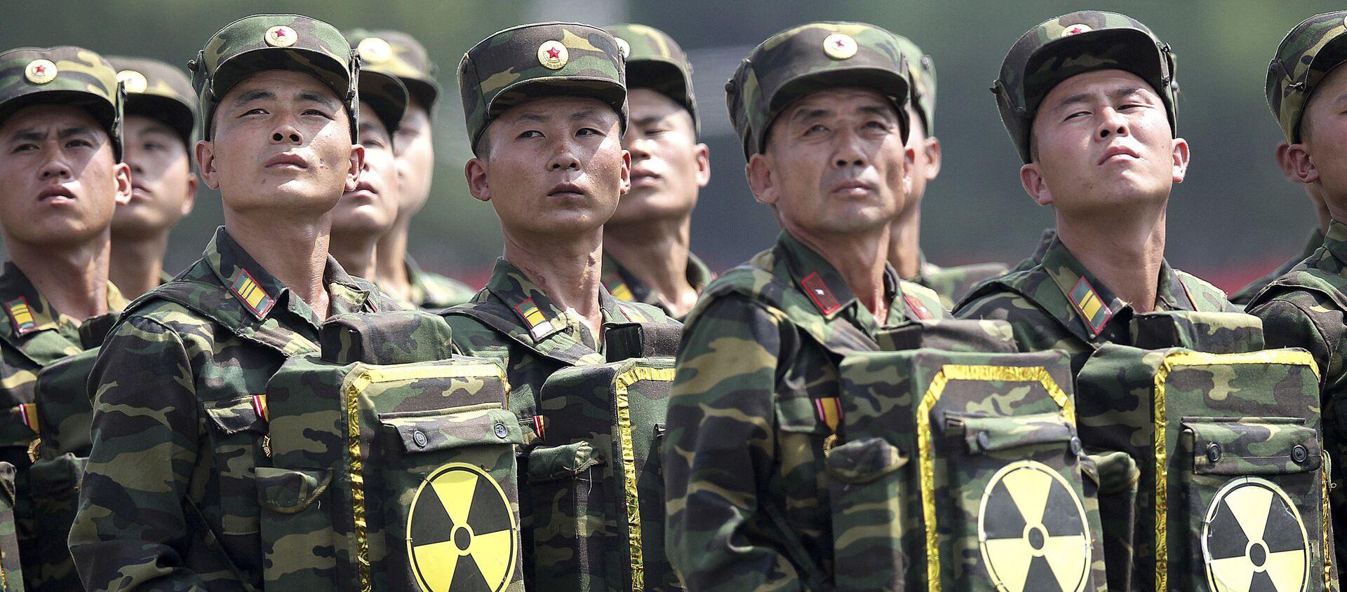 Các quân nhân Bắc Triều Tiên trong cuộc diễu binh ở Bình Nhưỡng - Sputnik Việt Nam, 1920, 28.01.2021