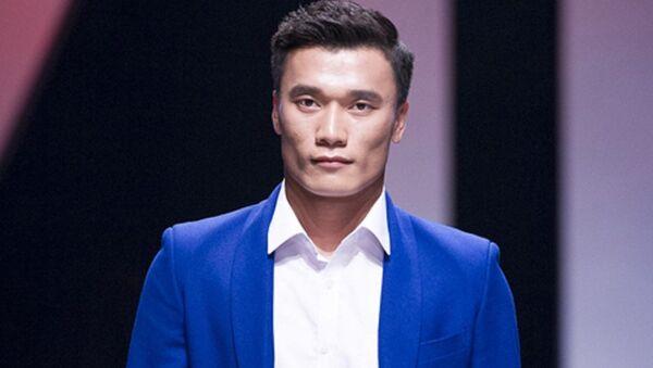 Thủ môn Bùi Tiến Dũng trình diễn thời trang - Sputnik Việt Nam