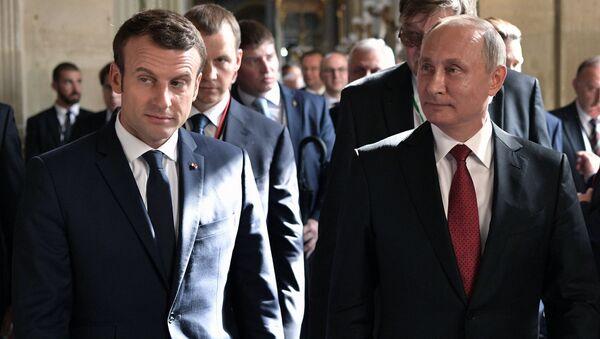 Tổng thống Nga Vladimir Putin va Tổng thống Pháp Emmanuel Macron - Sputnik Việt Nam