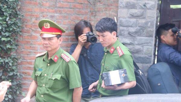 Công an khám nhà ông Trần Văn Minh ngày 18/4. - Sputnik Việt Nam