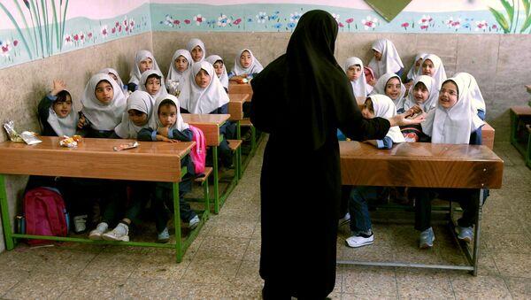 Дети в первый день школы в Тегеране - Sputnik Việt Nam