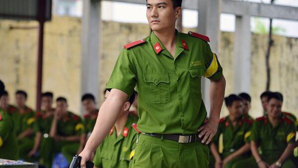 Học viên cảnh sát trong giờ học bắn súng. - Sputnik Việt Nam