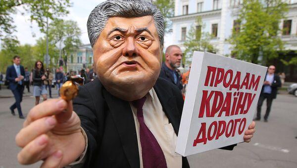 Những người tham gia hoạt động phản đối chống Tổng thống đương nhiệm của Ukraina Piotr Poroshenko - Sputnik Việt Nam