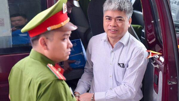 Bị cáo Sơn được dẫn giải đến phiên phúc thẩm. - Sputnik Việt Nam