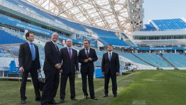 Tổng thống Putin và Chủ tịch FIFA thăm SVĐ Sochi Fisht - Sputnik Việt Nam