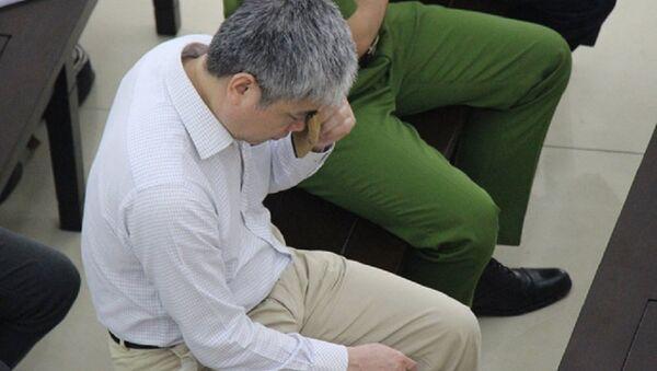 Những ngày hầu tòa, có lúc bị cáo Nguyễn Xuân Sơn đã khóc khi nói về người thân. - Sputnik Việt Nam