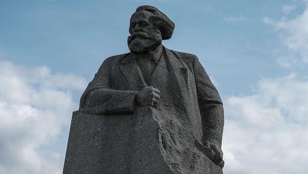 Памятник Карлу Марксу на Театральной площади в Москве - Sputnik Việt Nam