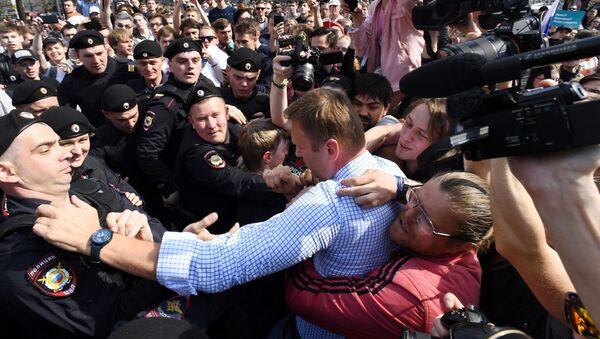 Задержание оппозиционера Алексея Навального во время несанкционированного митинга в Москве - Sputnik Việt Nam