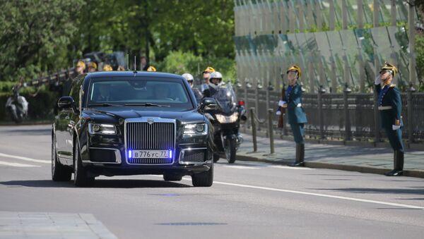 Lễ tuyên thệ nhậm chức của Tổng thống Nga Vladimir Putin. Xe Aurus của Tổng thống Nga. - Sputnik Việt Nam