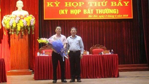 Ông Nguyễn Quang Bình là con trai của Bí thư tỉnh Ủy Lào Cai Nguyễn Văn Vịnh được bầu giữ chức Phó chủ tịch UBND huyện Bát Xát với số phiếu 100% sau kỳ họp bất thường của HĐND huyện Bát Xát. - Sputnik Việt Nam