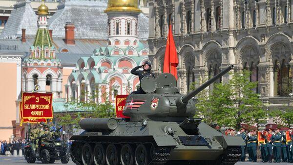 Xe tăng T-34-85 tại Diễu binh kỷ niệm 73 năm Chiến thắng trong Chiến tranh Vệ quốc Vĩ đại 1941-1945 - Sputnik Việt Nam