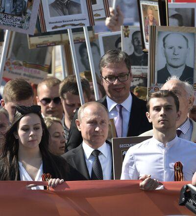 """Tổng thống Nga Vladimir Putin tham gia diễu hành Trung đoàn Bất tử"""""""