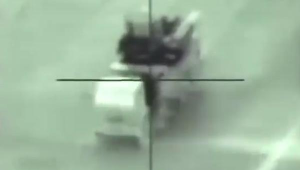 Момент уничтожения зенитного ракетно-пушечного комплекса Панцирь-С1 израильскими ВВС - Sputnik Việt Nam