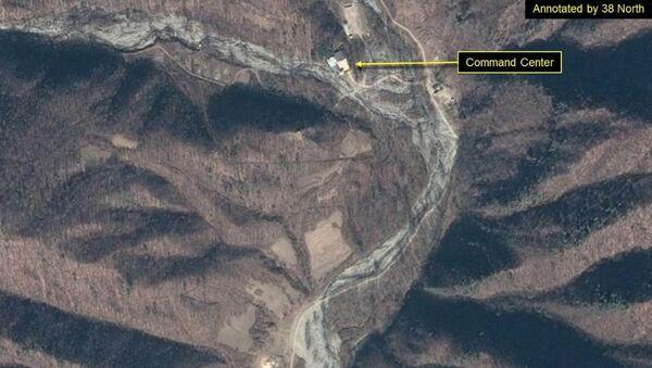 Спутниковый снимок командного пункта и служебного участка ядерного полигона Пхунгери в Северной Корее - Sputnik Việt Nam