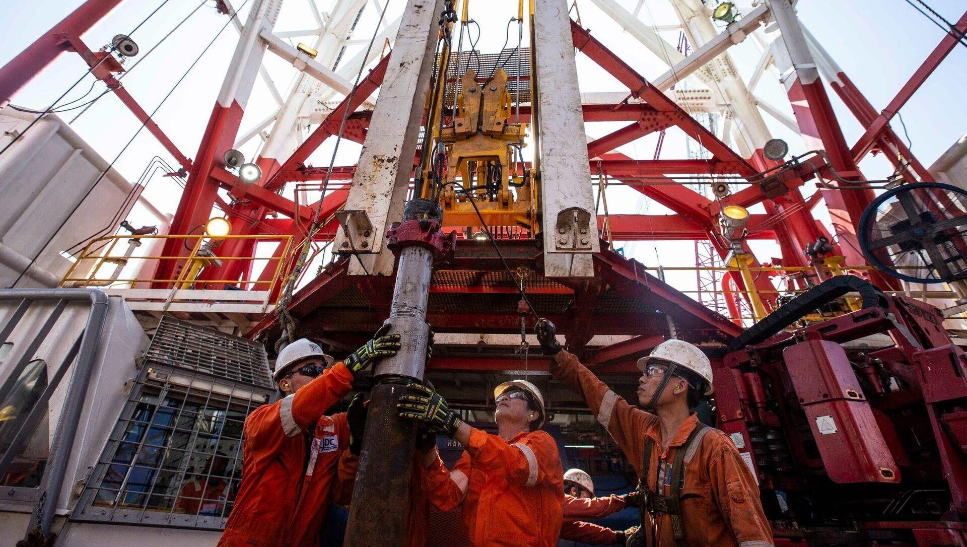 Rosneft bắt đầu khoan giếng sản xuất ở vùng thềm lục địa của Việt Nam - Sputnik Việt Nam, 1920, 07.09.2021
