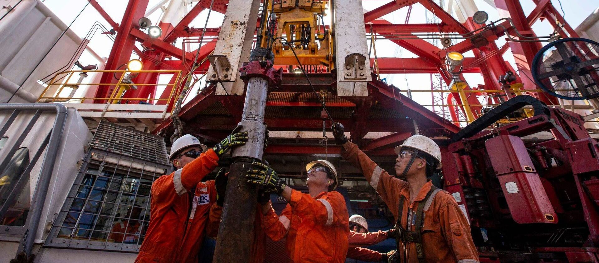 Rosneft bắt đầu khoan giếng sản xuất ở vùng thềm lục địa của Việt Nam - Sputnik Việt Nam, 1920, 29.12.2020