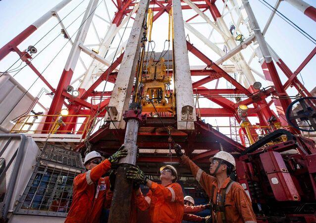 Rosneft bắt đầu khoan giếng sản xuất ở vùng thềm lục địa của Việt Nam