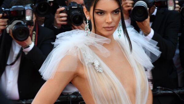 Siêu mẫu Kendall Jenner trên thảm đỏ của Liên hoan phim quốc tế Cannes lần thứ 71 - Sputnik Việt Nam