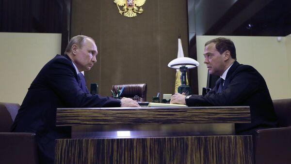Vladimir Putin và Dmitry Medvedev  - Sputnik Việt Nam