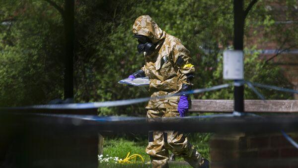 Salisbury bắt đầu công việc tẩy sạch những địa điểm liên quan đến vụ đầu độc Skripal - Sputnik Việt Nam