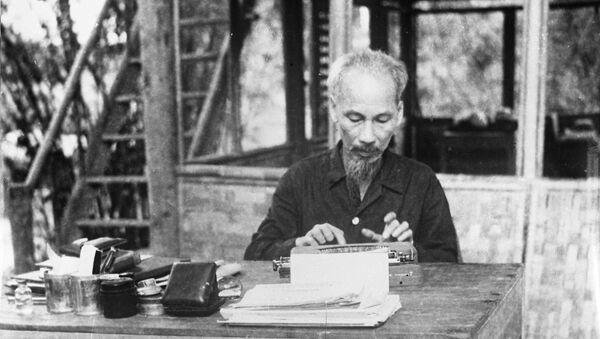 Chủ tịch nước Việt Nam DCCH đang làm việc, năm 1958 - Sputnik Việt Nam