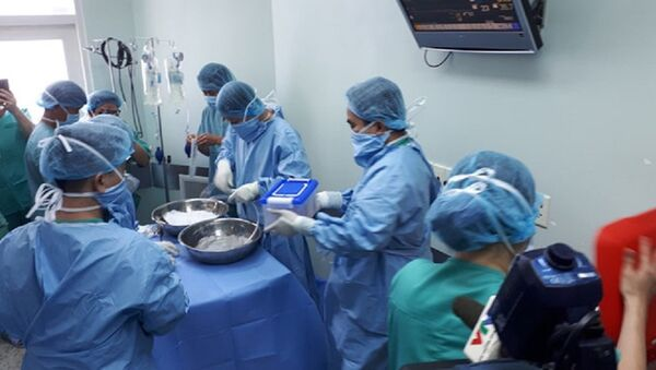 Ê kíp y bác sĩ của Bệnh viện T.Ư Huế chuẩn bị tiến hành ca ghép tim - Sputnik Việt Nam