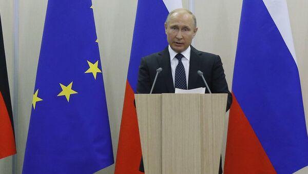Vladimir Putin và Angela Merkel - Sputnik Việt Nam