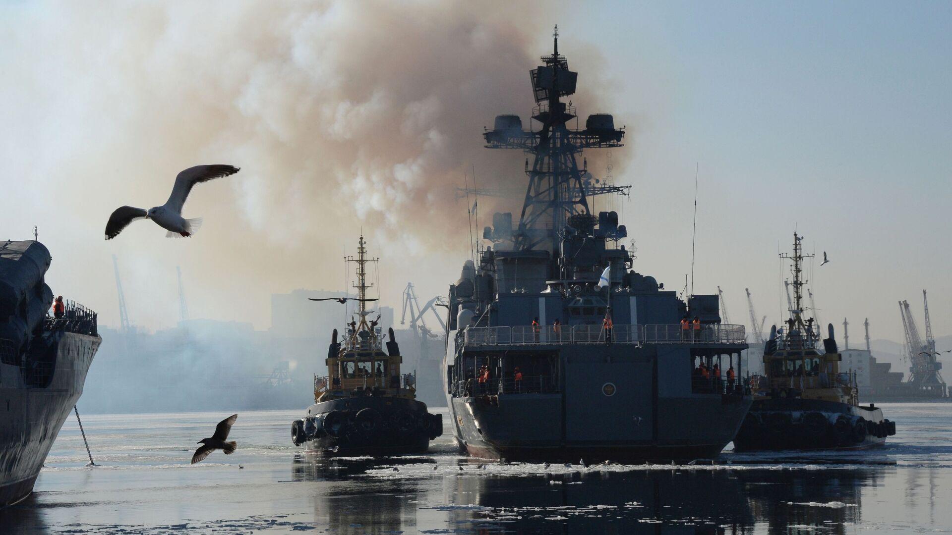 """Đại chiến hạm chống tàu ngầm  """"Đô đốc Tributs"""" của Hạm đội Thái Bình Dương neo đậu tại Vladivostok - Sputnik Việt Nam, 1920, 11.10.2021"""