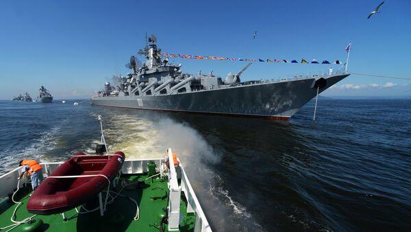 """Kỳ hạm chỉ huy của Hạm đội Thái Bình Dương, đơn vị Cận vệ huân chương Nakhimov tuần dương hạm tên lửa """"Varyag""""  - Sputnik Việt Nam"""