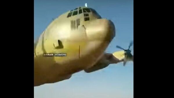 Máy bay C-130 của Mỹ bay ở độ cao một mét trên đầu các binh sĩ - Sputnik Việt Nam