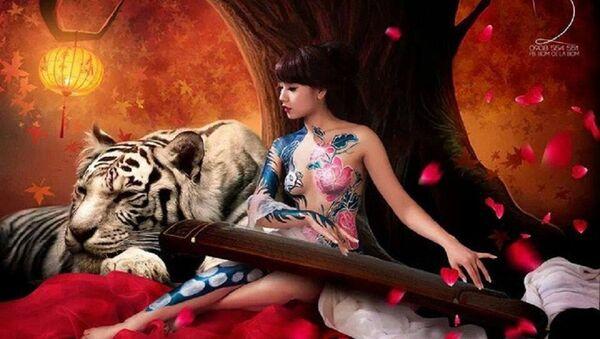 Một trong những bức ảnh body painting của hot girl Nga Tây gây sốt cộng đồng mạng nhiều năm trước. - Sputnik Việt Nam