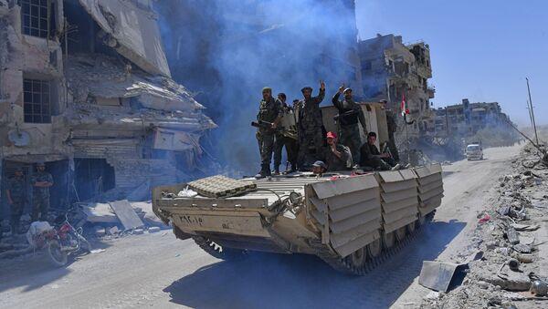 Quân nhân Syria trên chiếc BMD-1 tại trại tị nạn Palestine Yarmuk được giải phóng, Nam Damascus - Sputnik Việt Nam