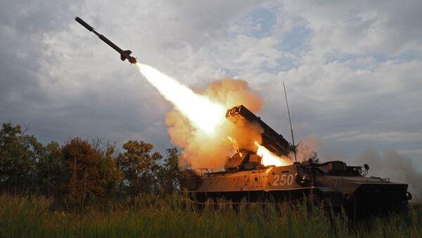 Cú phóng hệ thống tên lửa phòng không Strela-10 tại cuộc thi toàn quân Bầu trời trong lành 2018 - Sputnik Việt Nam