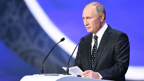 Президент РФ Владимир Путин на финальной жеребьевке ЧМ по футболу ФИФА 2018 в России - Sputnik Việt Nam