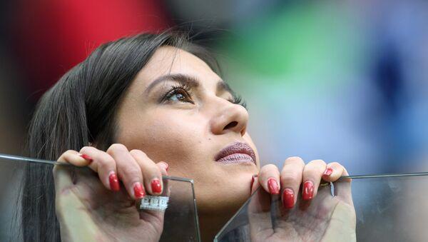 Cô gái thích bóng đá - Sputnik Việt Nam