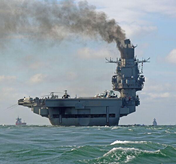 Tuần dương hạm hạng nặng chở máy bay Đô đốc Hạm đội Liên Xô Kuznetsov trong thời gian hành quân cùng đội hình nhóm tàu của Hạm đội  Bắc đi qua eo biển Manche - Sputnik Việt Nam
