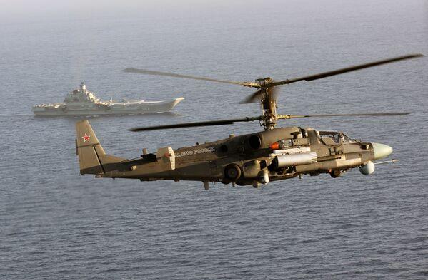 Trực thăng Ka-52k và tuần dương hạm hạng nặng chở máy bay  Đô đốc Kuznetsov trên biển Địa Trung Hải - Sputnik Việt Nam